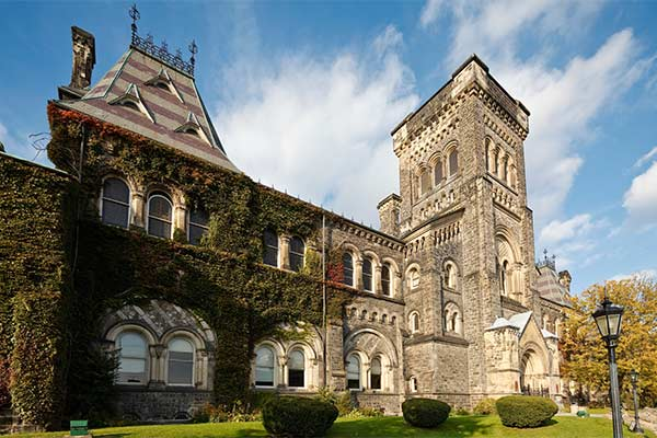Top 10 MBA Colleges in Canada | Study Abroad